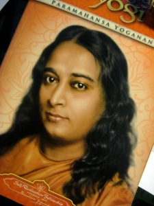 Front cover of Autobiography of a Yogi.